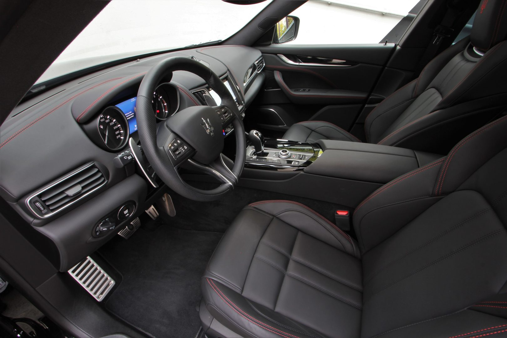 AIL Maserati Levante S Gransport Panorama Harman Kardon 4