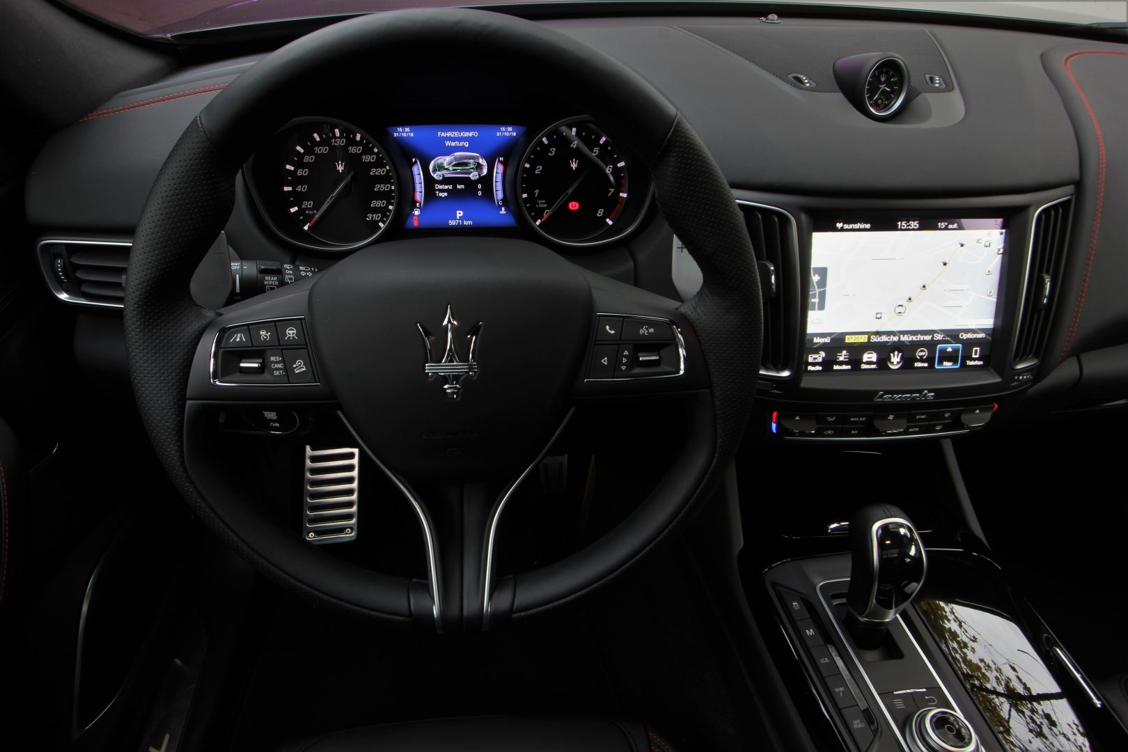 AIL Maserati Levante S Gransport Panorama Harman Kardon 10