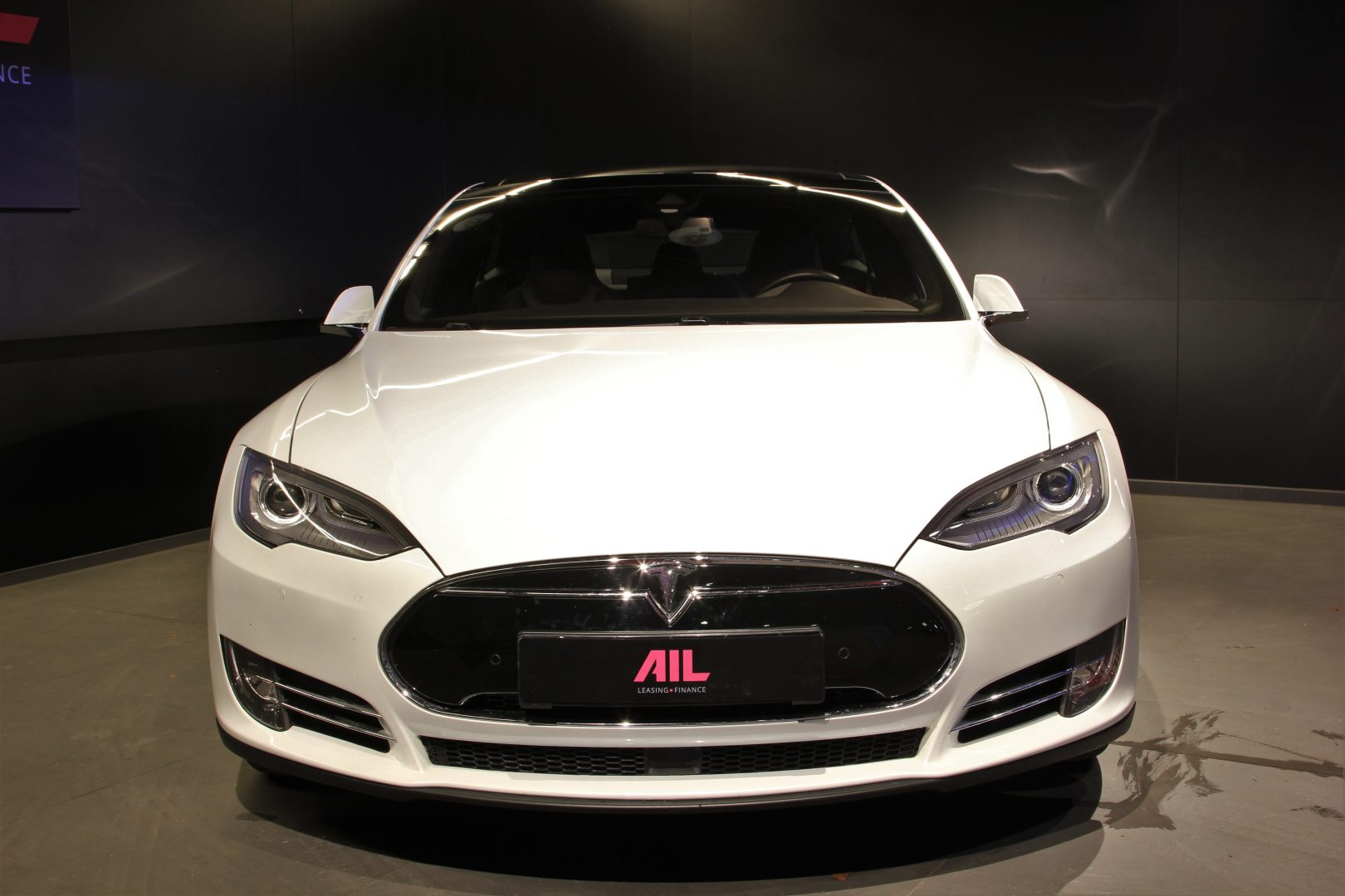AIL TESLA Model S P85D Performance  10
