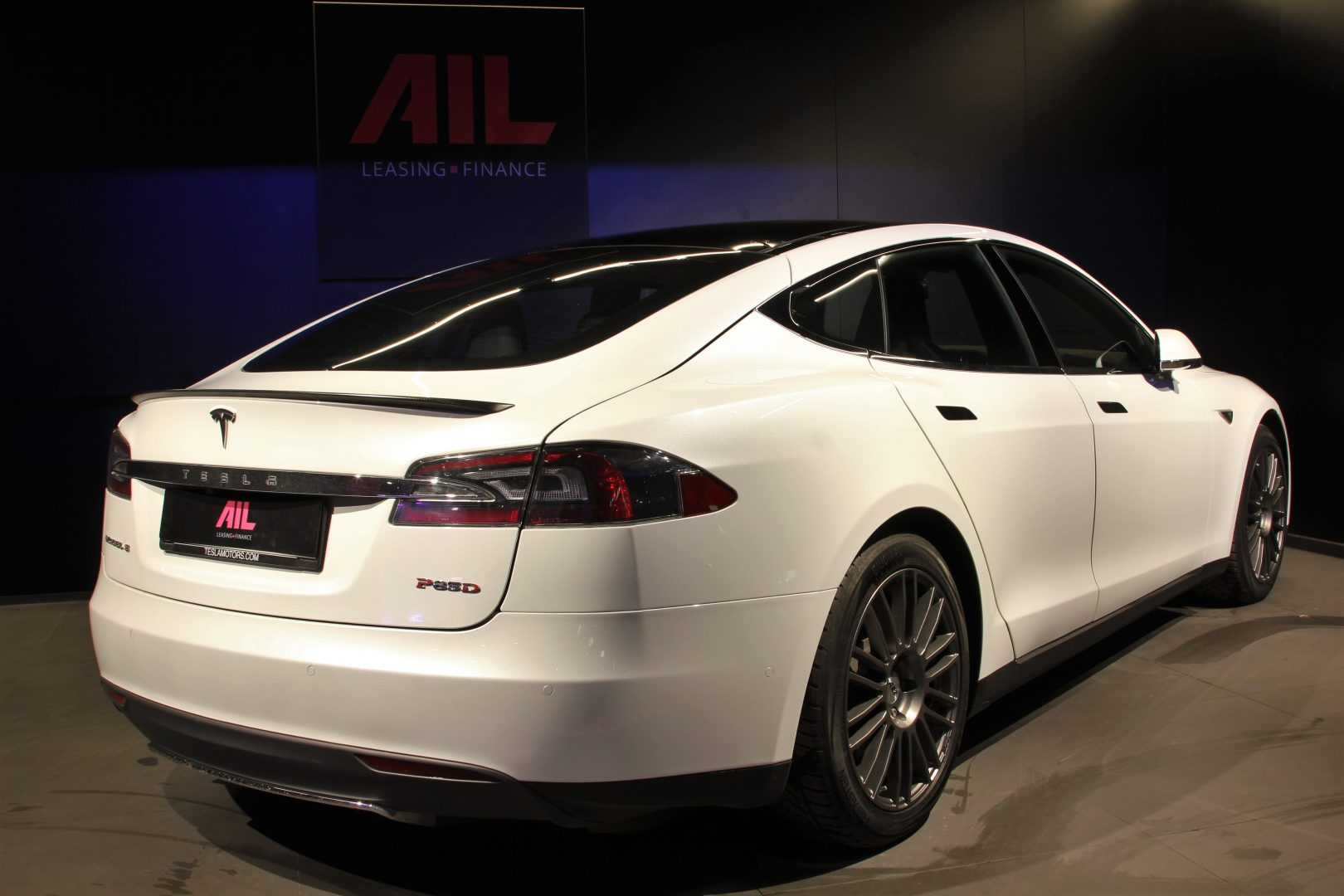 AIL TESLA Model S P85D Performance  2