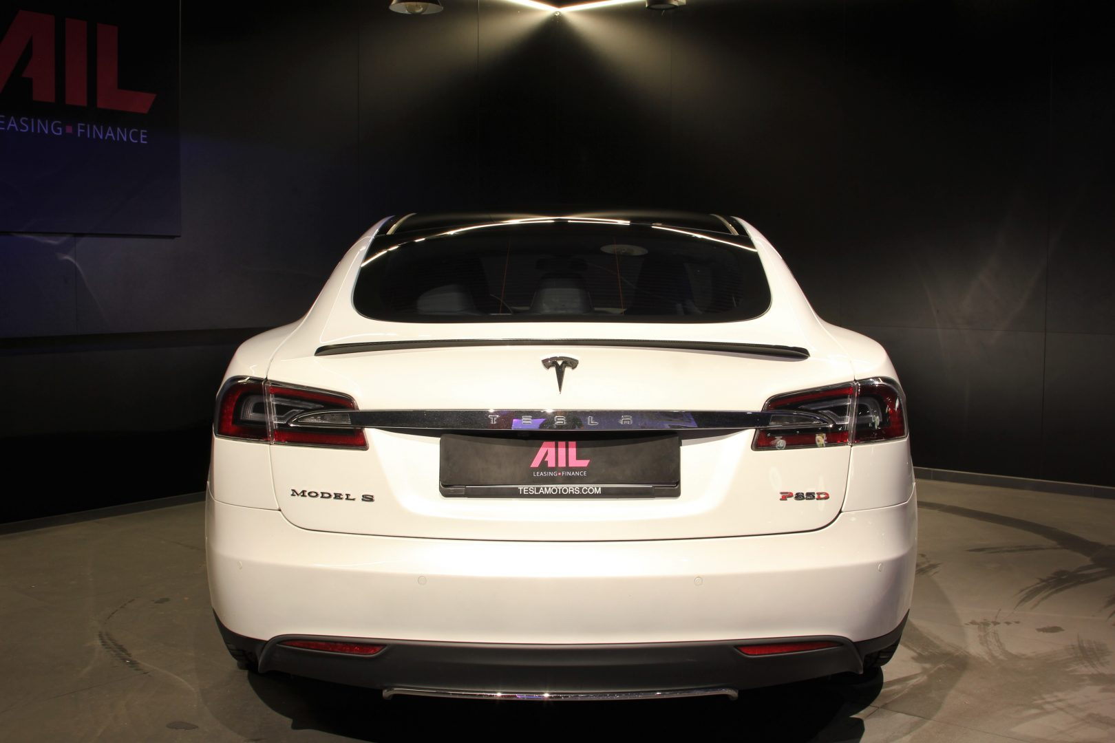 AIL TESLA Model S P85D Performance  6