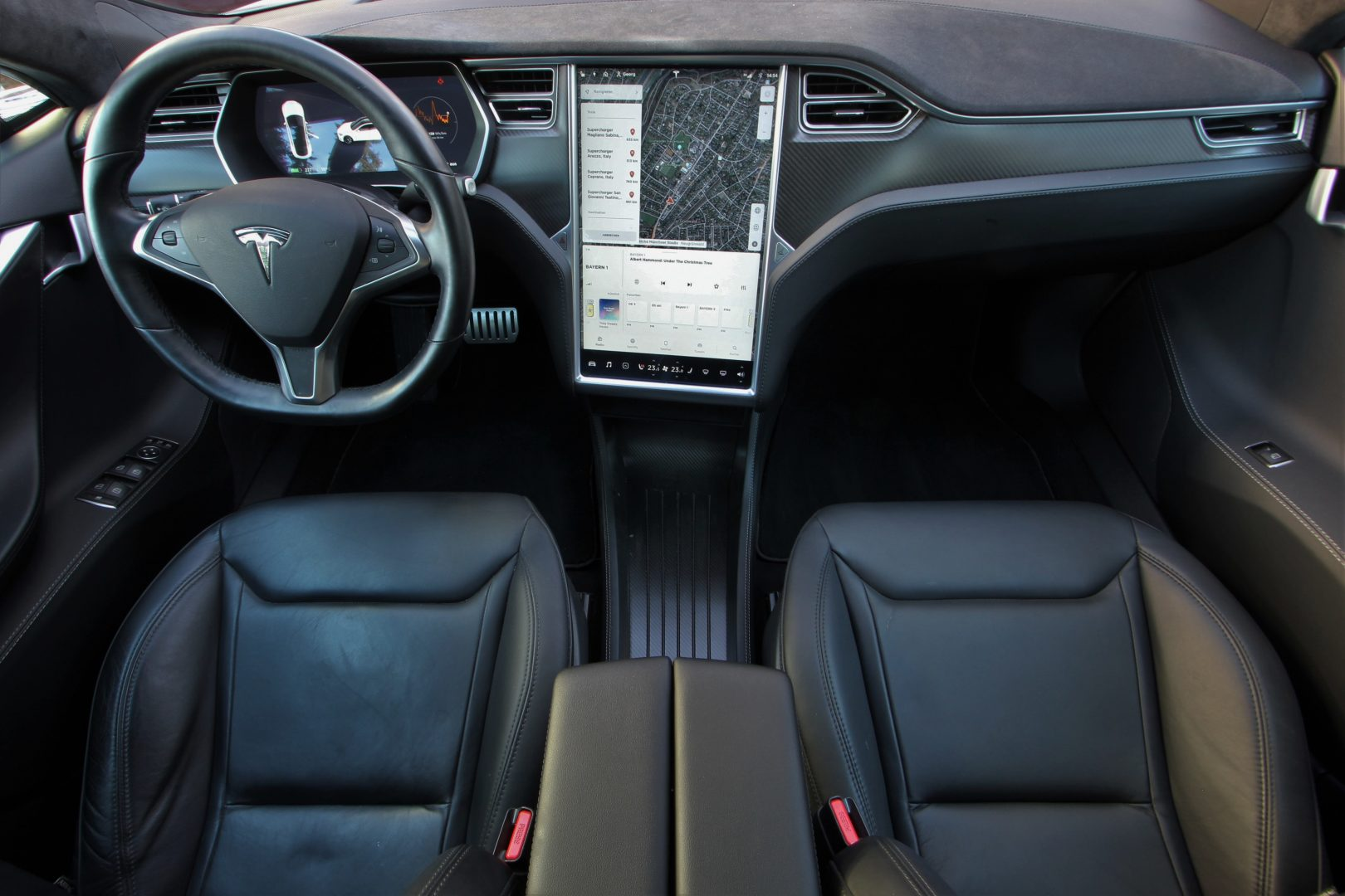 AIL TESLA Model S P85D Performance  5