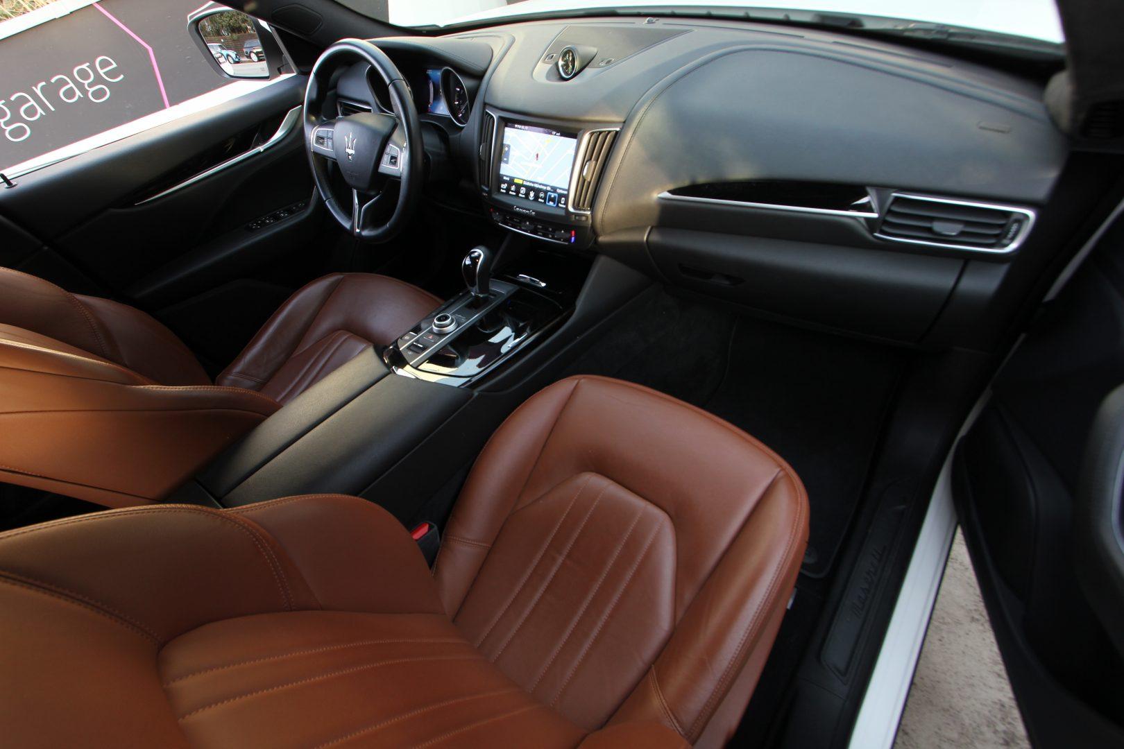 AIL Maserati Levante S  14