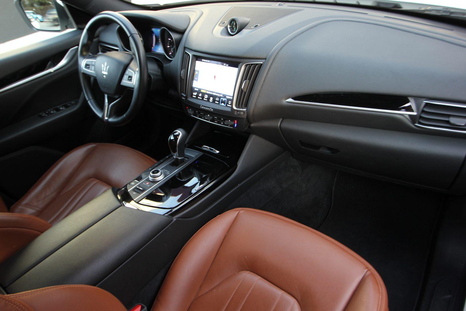 AIL Maserati Levante S  10