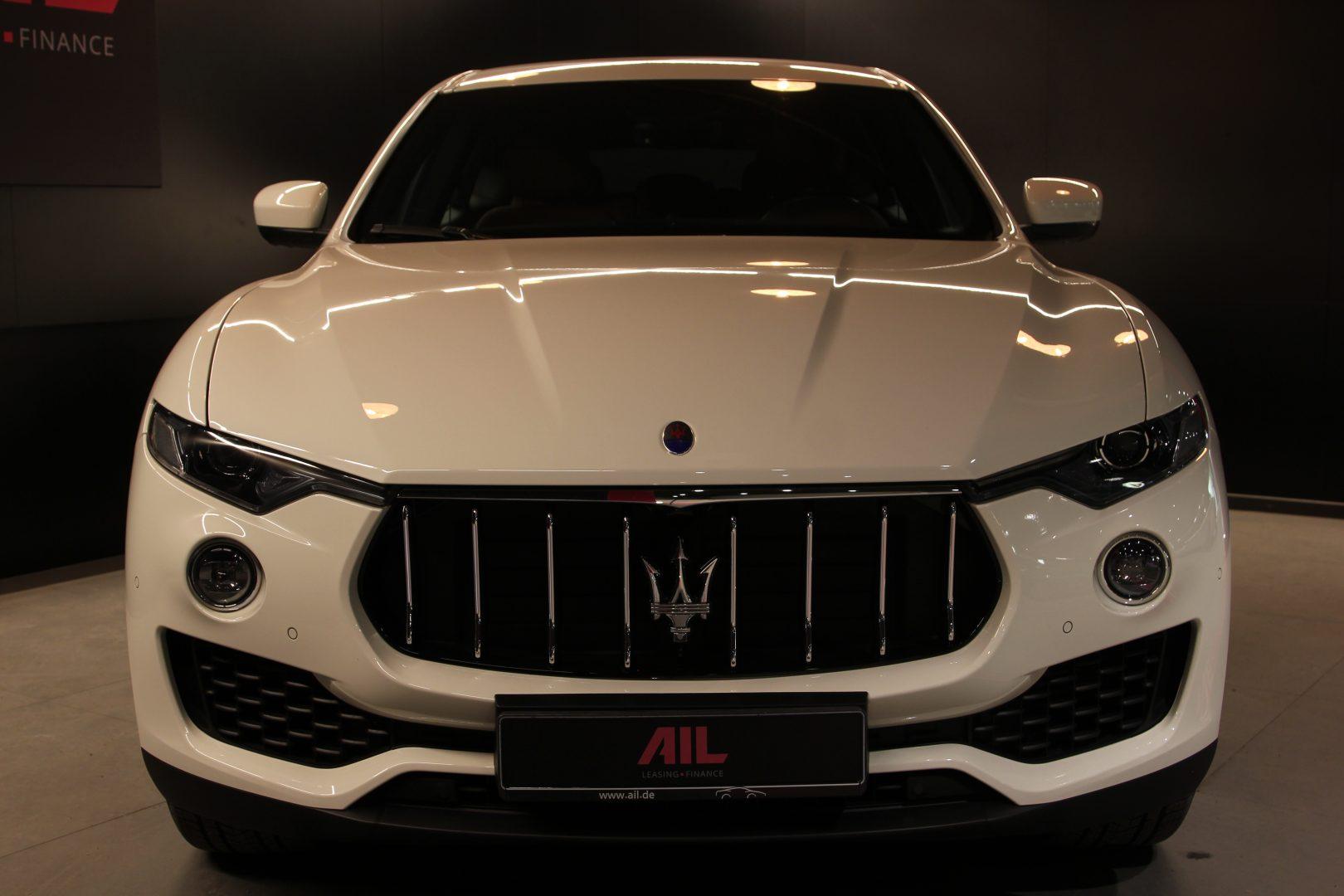 AIL Maserati Levante S  8