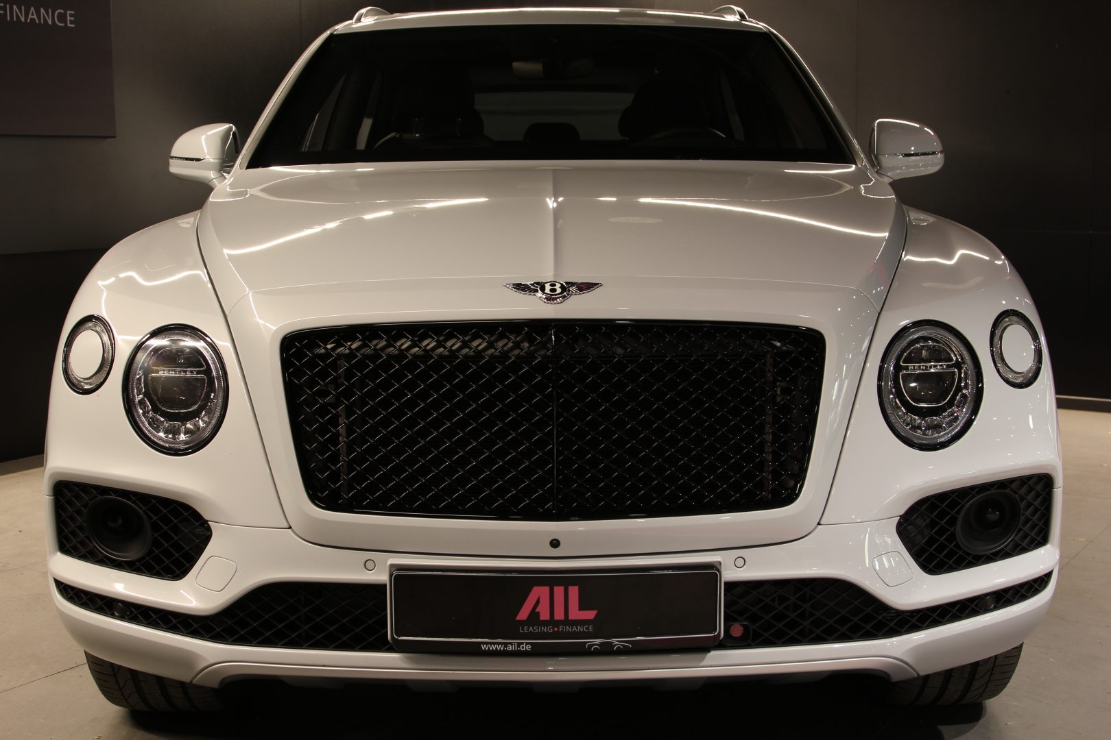AIL Bentley Bentayga V8 Blackline  4