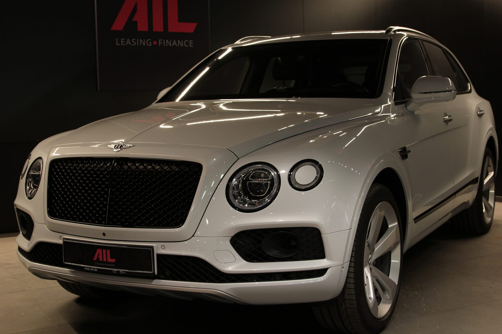 AIL Bentley Bentayga V8 Blackline  13