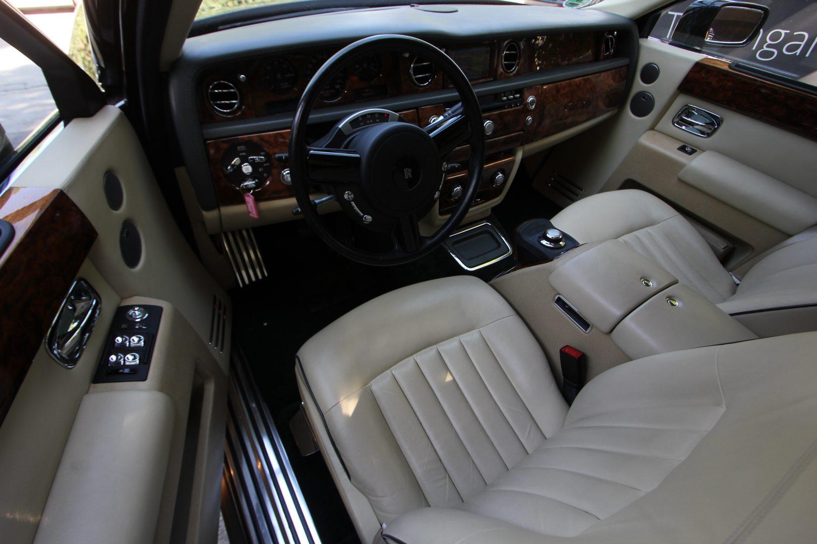 AIL Rolls Royce Phantom  7