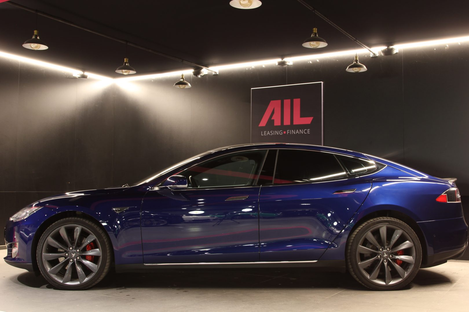 AIL TESLA Model S P85 D Performance  4