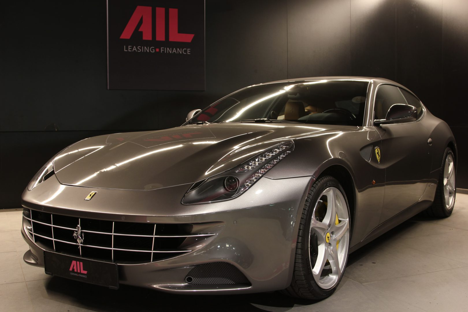 AIL Ferrari FF Grigio Lift Carbon-Paket  12