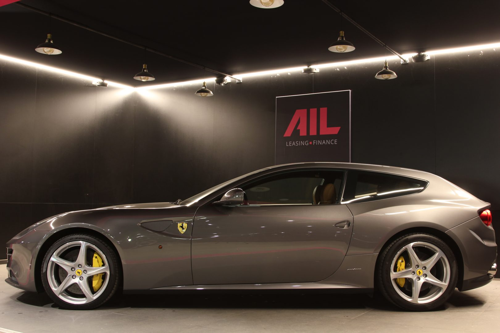 AIL Ferrari FF Grigio Lift Carbon-Paket  8