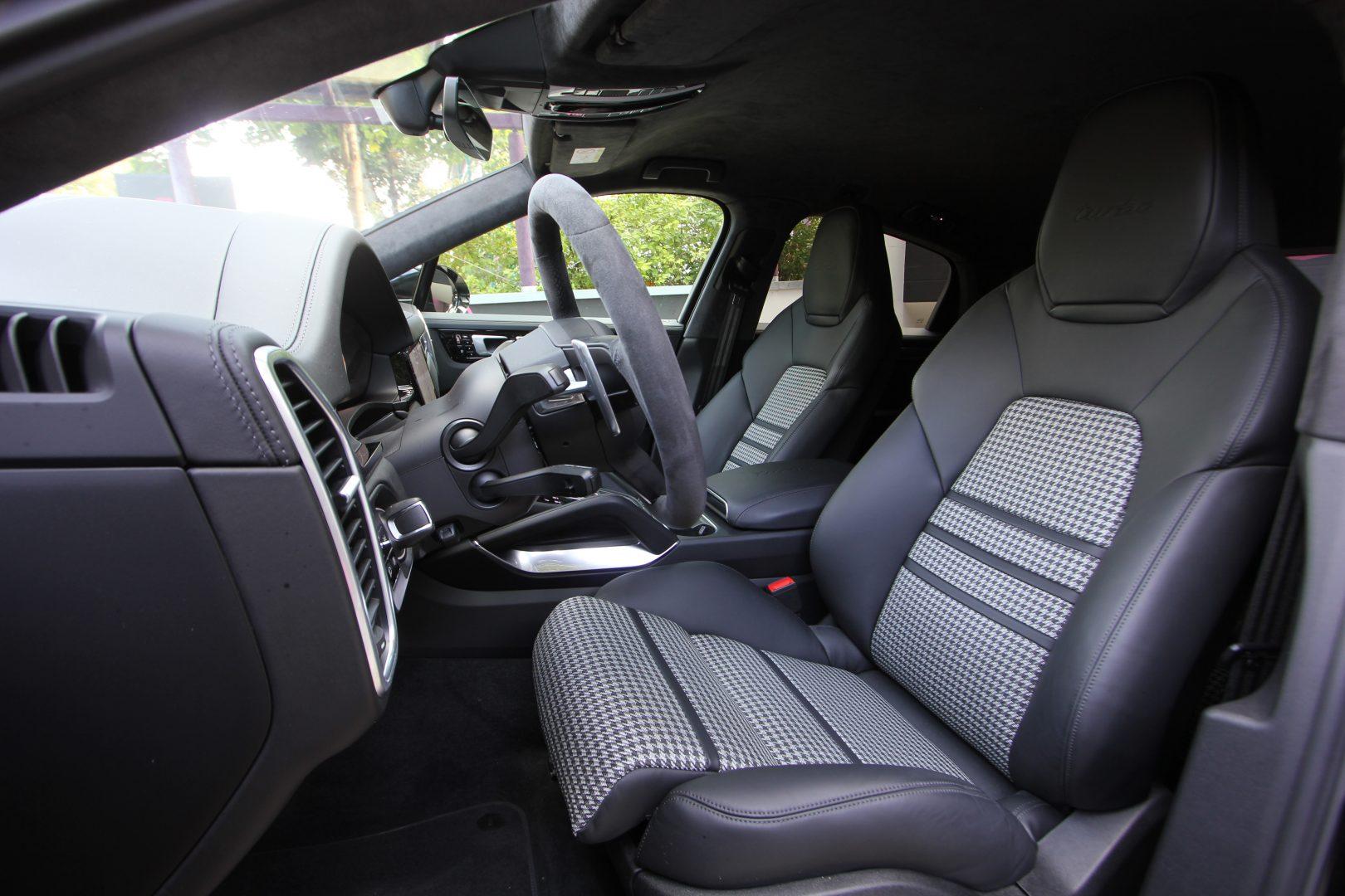 AIL Porsche Cayenne Turbo Coupe LED Matrix  Carbon 4