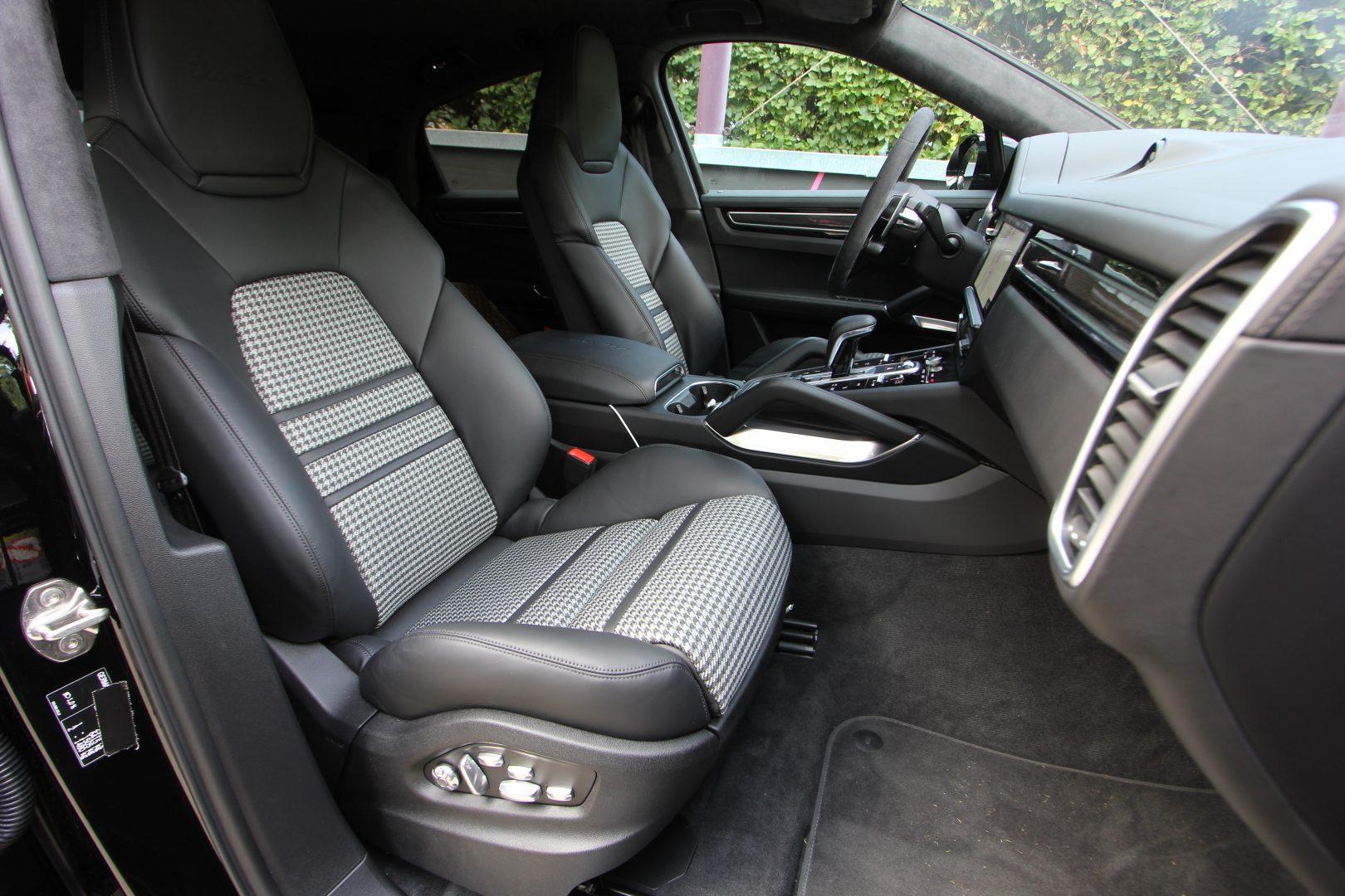AIL Porsche Cayenne Turbo Coupe LED Matrix  Carbon 2