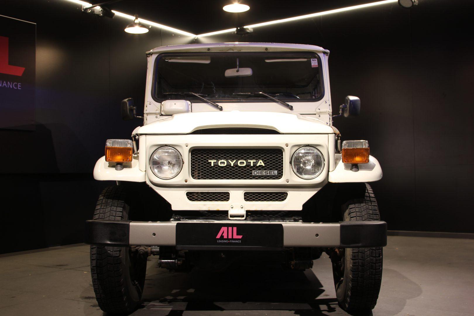 AIL Toyota Landcruiser  10
