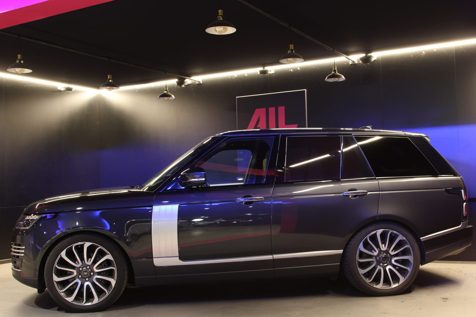 AIL Land Rover Range Rover SDV8 Autobiography 2