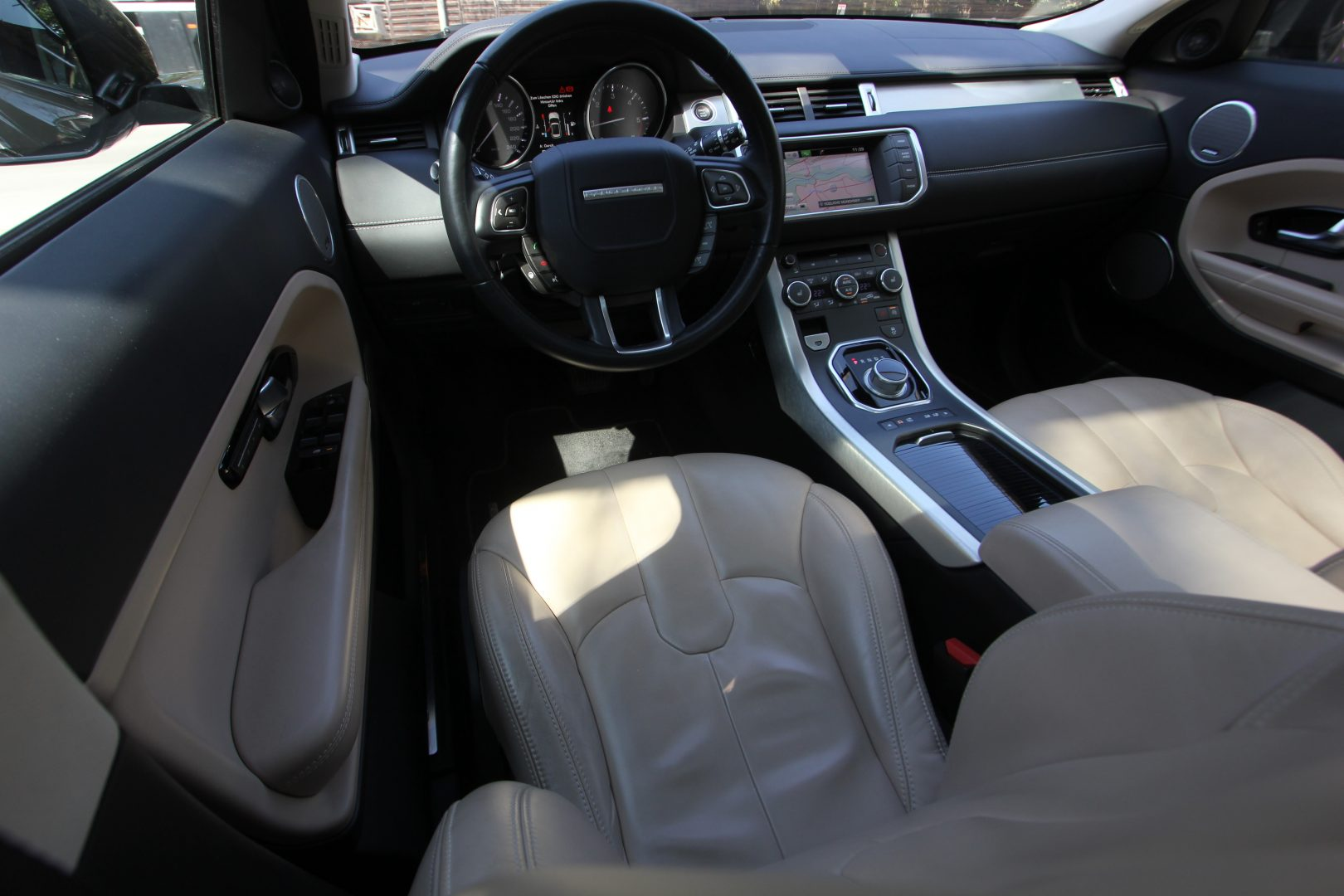 AIL Land Rover Range Rover Evoque Prestige 13