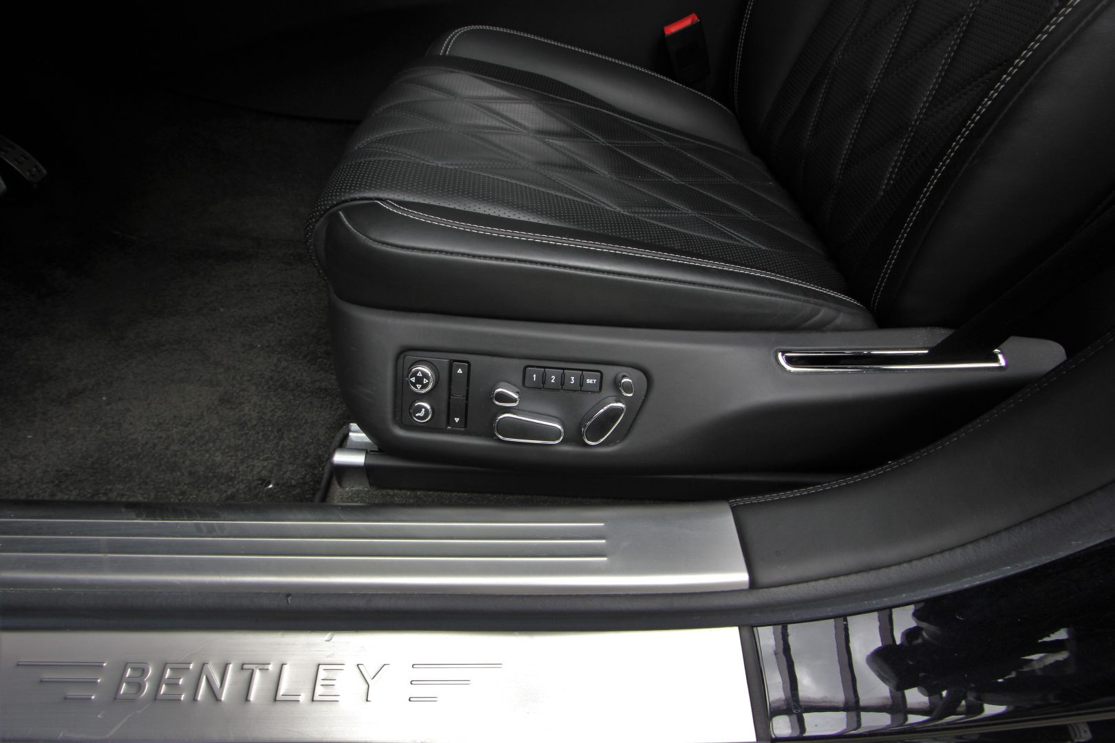 AIL Bentley Continental Flying Spur V8  11