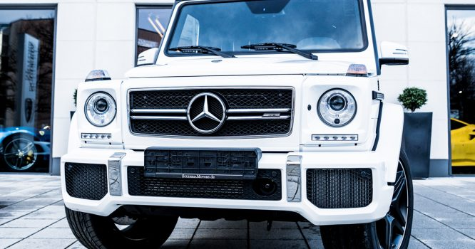 Mercedes_G-Klasse_MY2018_white_in_red-black-1_WEB